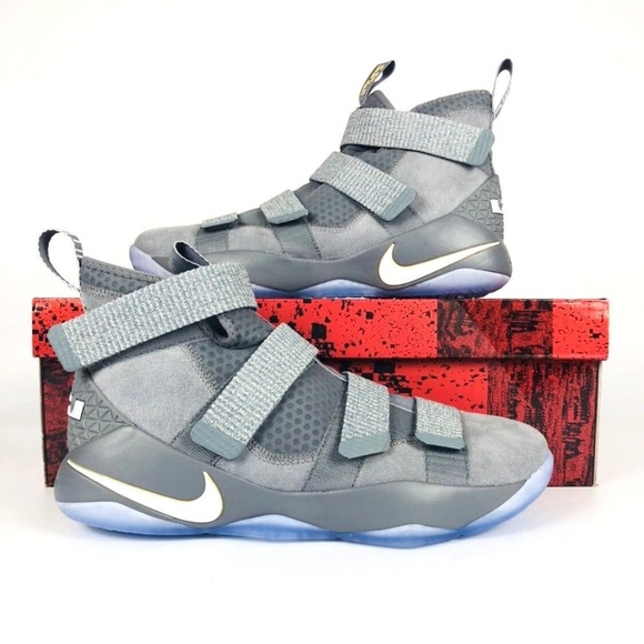 dd4a0d89722 Nike LeBron Soldier 11